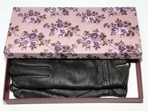 Коробка под перчатки