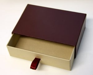 Коробка-шкатулка кожанная